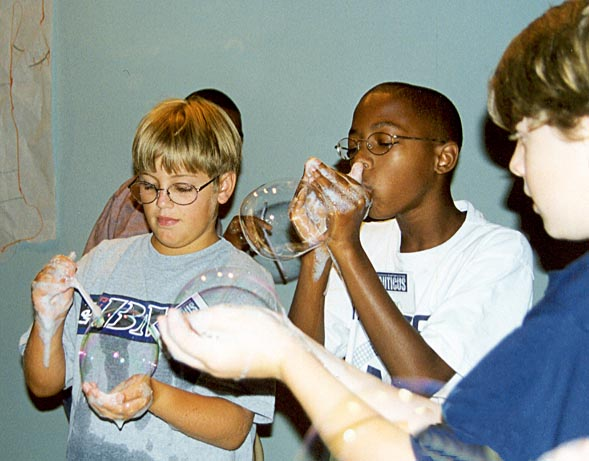 009-kids-with-bubbles2
