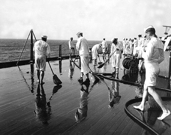 034 Swabbing deck