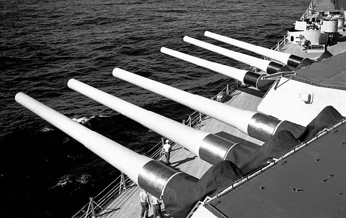 438 US Navy Photo Ready to fire 16in projectiles