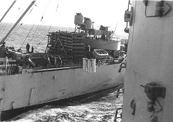 058  Loading 16inch powder Sasabo 1951-1952