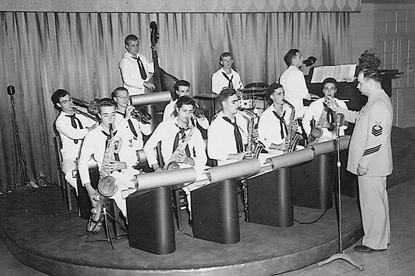 582  E. Wiechelt Ships Dance Band 1951