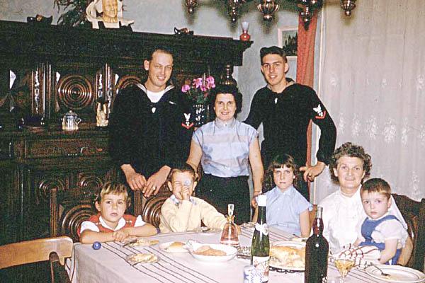 615 H.Miller Doll family,Brest France