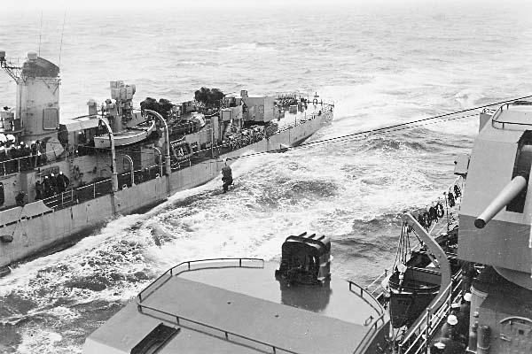 901 K.Anderson File0015 USS Lowry (DD-770)