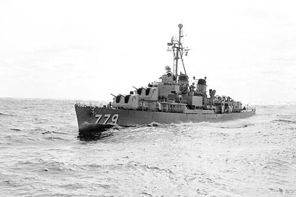 902 K.Anderson File0017 USS Douglas H. Fox (DD-779)