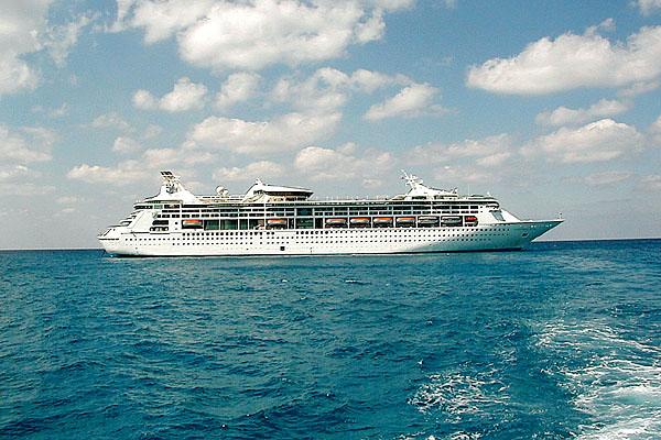 01 Cruise ship