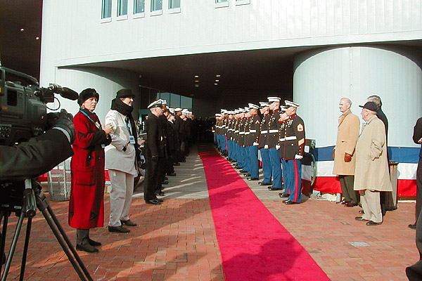 055 THE RED CARPET