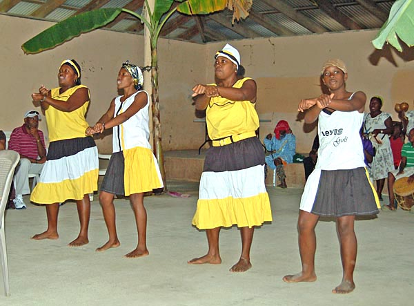 013 00010 Dancers at Roatan