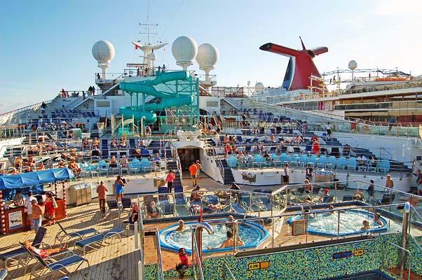 040 00043 Leaving Cozumel on Valor Pool Deck